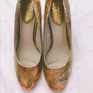 Studio Paolo Gold mermaid scale heels, size 8.5
